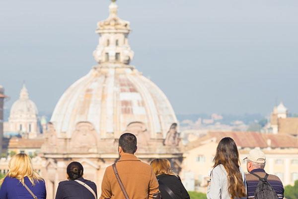 Groupe de touristes en Italie