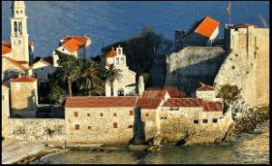 Avec fairplay voyages partez à la découverte du Montenegro en groupe ou indivduel. Visitez Tivat et ses remparts, situées en bord de mer.