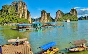Avec Fairplay voyages, partez à la découverte du Vietnam et sa célèbre baie d'Halong et ses rochers spectaculaires